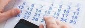 Un Consumidor Hace Cuentas Sobre Un Calendario