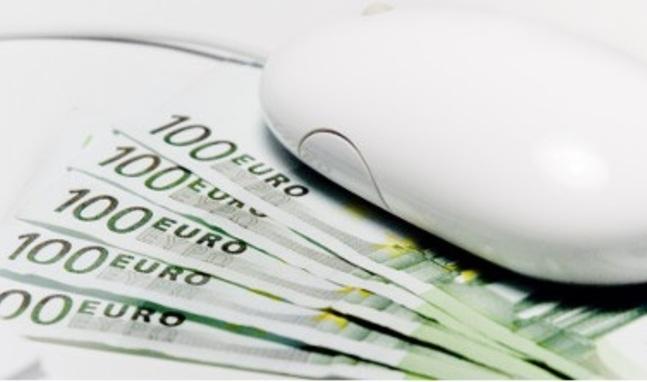 Ratón De Ordenador Sobre Billetes De Euro