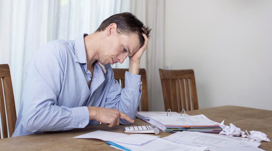 Un Hipotecado Haciendo Cuentas