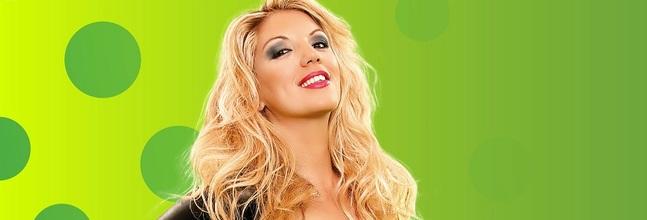 Rebeca Fondo Verde1
