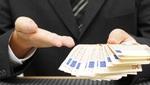banquero presta dinero a cliente