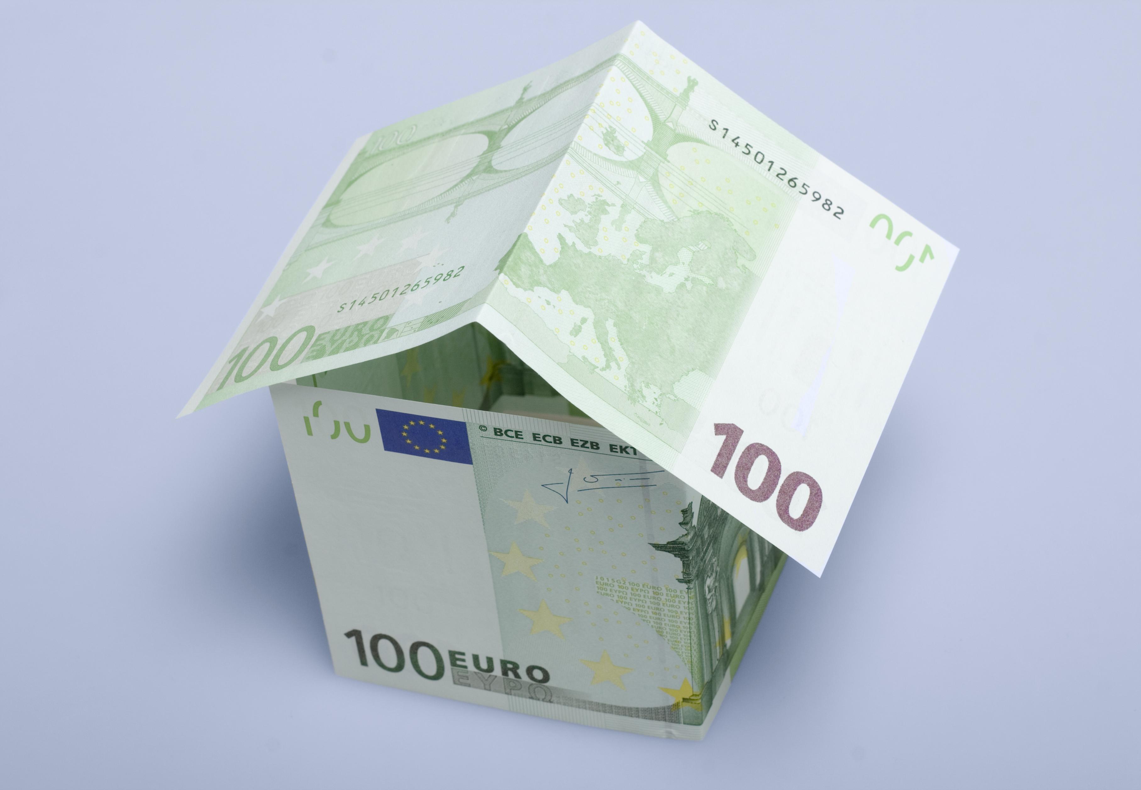 Existon dos tipos de subrogaciones de hipotecas, la de deudor y la de acreedor.