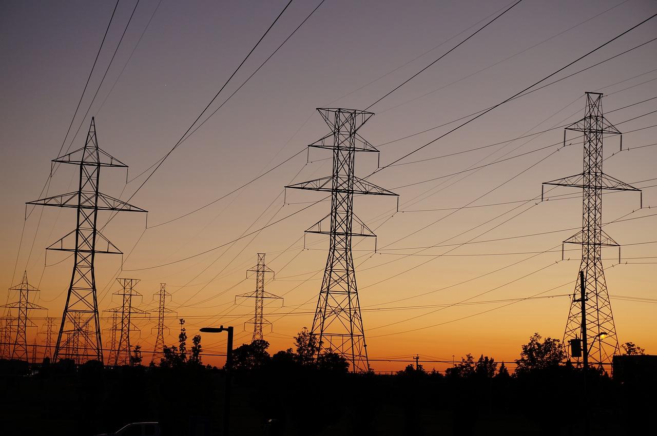 Aspectos a tener en cuenta para elegir la mejor tarifa de electricidad, potencia contratada, peajes impuestos.