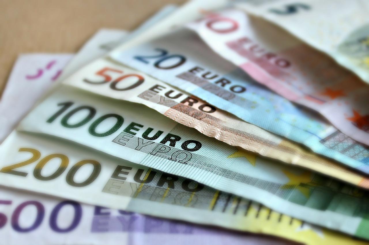 Dinero de préstamos rápidos sin nómina