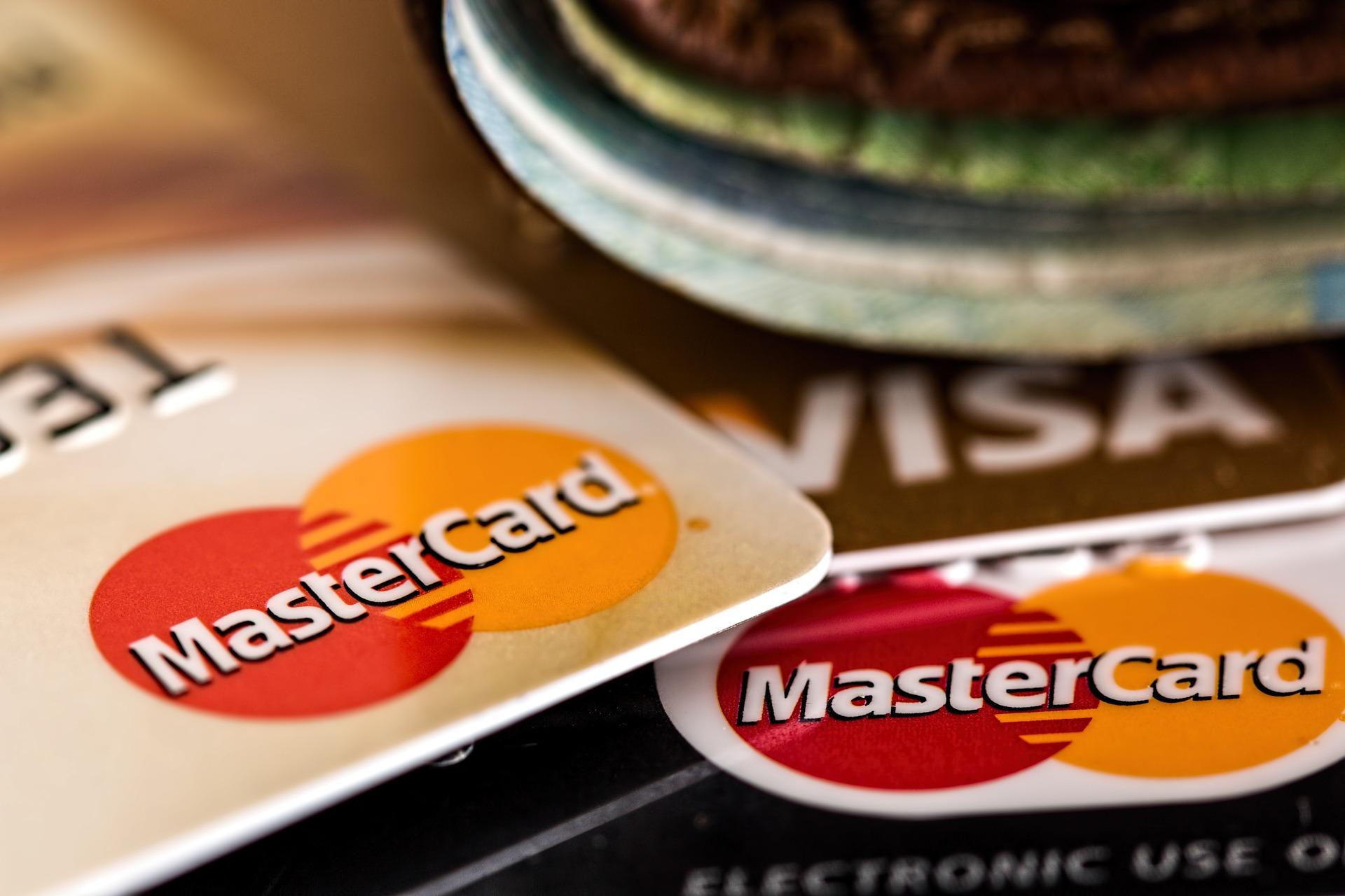 Por qué sería interesante usar una tarjeta de débito