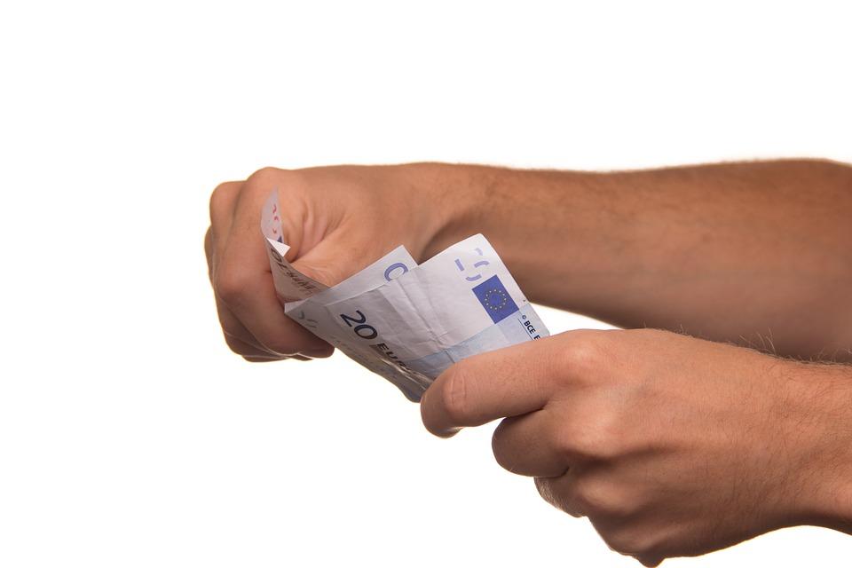 Para calcular los intereses de un préstamos se tienen en cuenta diferentes factores