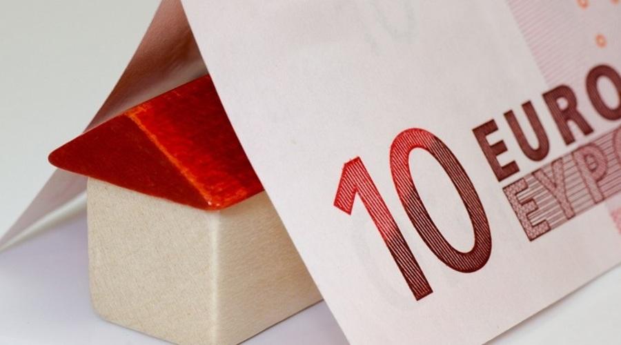 Casa y billete de diez euros