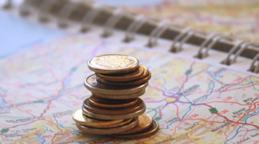 monedas en un mapa