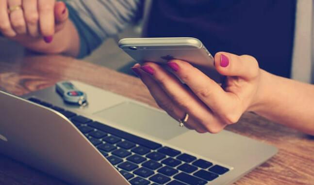 Ordenador y teléfono móvil