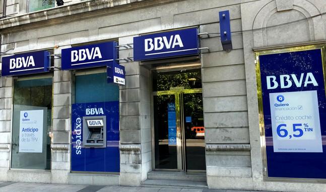 Una oficina del banco BBVA en la calle